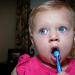 čistenie mliečnych zubov detí emamamamu.sk