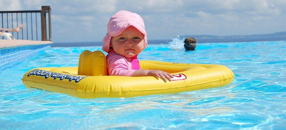 Bezpečné Kúpanie S Deťmi Bazén Alebo Prírodné Kúpalisko