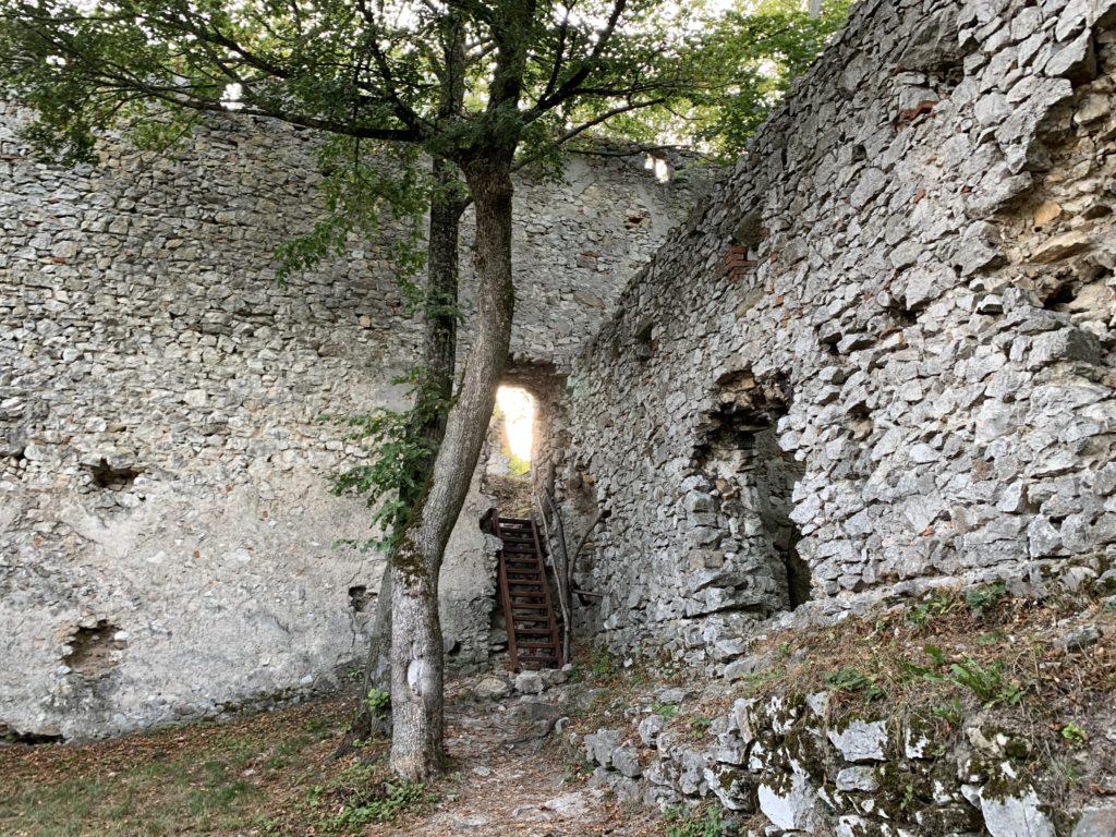 hrad Dobrá Voda emamamamu výlet s deťmi