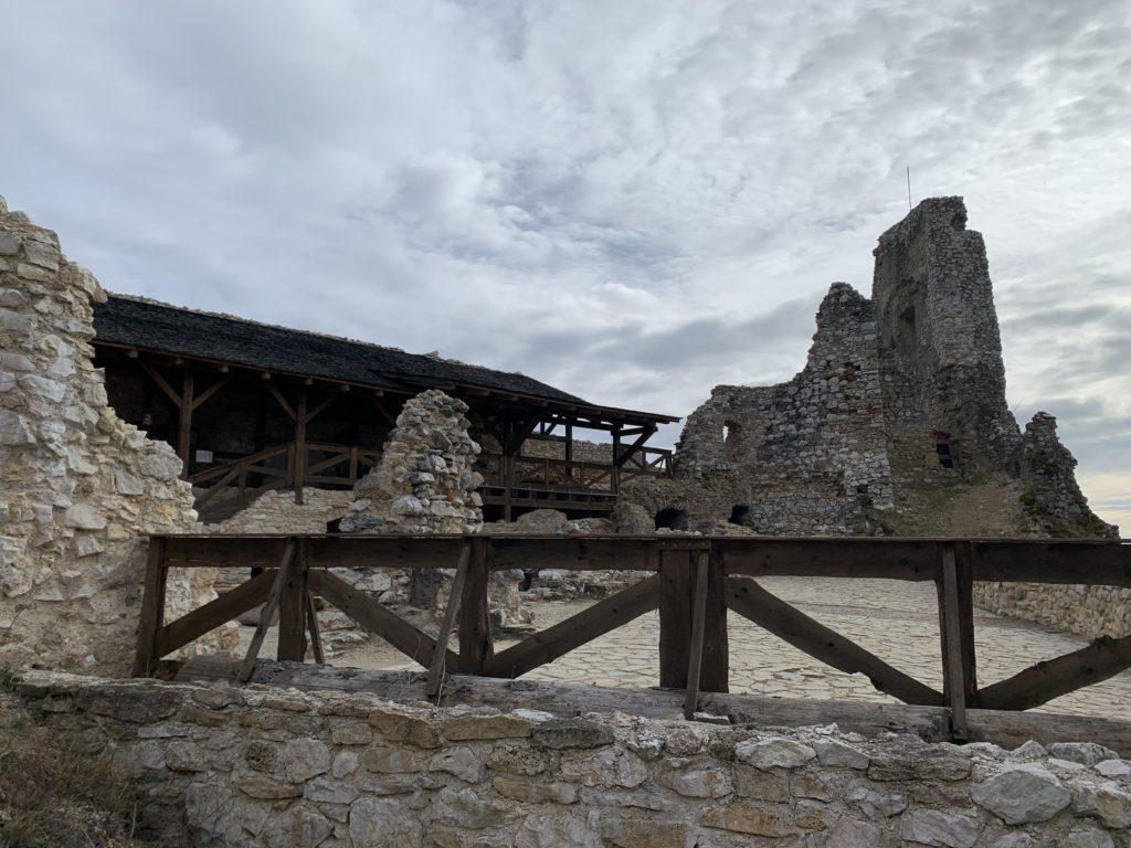 čachtický hrad emamamamu